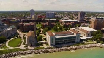 Loyola University Chicago TV Spot, 'Look Beyond the Bracket' - Thumbnail 4