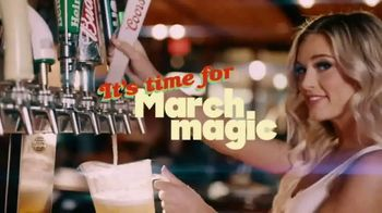 Hooters TV Spot, '2021 March Magic' Song by Isaac Joel