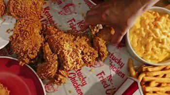 KFC 8pc Bucket Meal TV Spot, 'Toda una boca llena' [Spanish] - Thumbnail 2