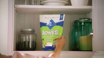 Blue Buffalo Blue Bones TV Spot, 'Treat Up, America: Warm Welcome' - Thumbnail 6