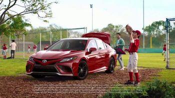 Toyota Summer Starts Here TV Spot, 'Memorial Day: Flying Disc' [T2] - Thumbnail 4