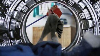 Lysol Laundry Sanitizer TV Spot, 'Untouchable Stink Protection' - Thumbnail 4