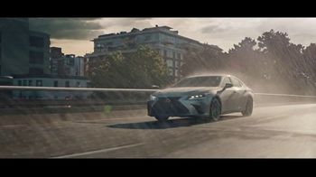 2021 Lexus ES TV Spot, 'Bananas' Song by The Melody Aces [T2] - Thumbnail 8