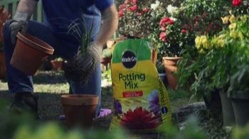 Miracle-Gro TV Spot, 'Miracle-Gro Makes It Possible: Soil'