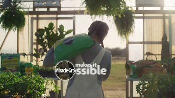 Miracle-Gro TV Spot, 'Miracle-Gro Makes It Possible: Soil' - Thumbnail 9