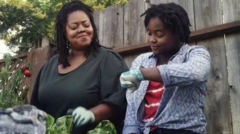 Miracle-Gro TV Spot, 'Miracle-Gro Makes It Possible: Soil' - Thumbnail 3