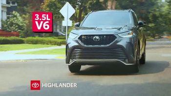 2021 Toyota Highlander TV Spot, 'Turn Heads' [T2] - Thumbnail 4