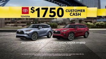 2021 Toyota Highlander TV Spot, 'Turn Heads' [T2] - Thumbnail 8
