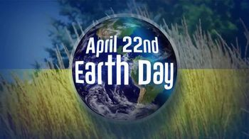 1-800-GOT-JUNK TV Spot, 'Earth Day: Make a Difference' - Thumbnail 2