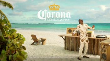Corona Extra TV Spot, 'Record Player' Featuring Snoop Dogg, Song by Amanaz - Thumbnail 9
