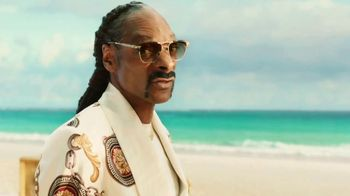 Corona Extra TV Spot, 'Record Player' Featuring Snoop Dogg, Song by Amanaz - Thumbnail 6