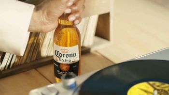 Corona Extra TV Spot, 'Record Player' Featuring Snoop Dogg, Song by Amanaz - Thumbnail 7