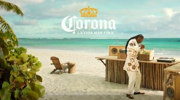 Corona Extra TV Spot, 'Record Player' Featuring Snoop Dogg, Song by Amanaz - Thumbnail 8