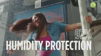 Garnier Fructis Sleek & Shine Anti-Frizz Serum TV Spot, 'Fight Frizz' Song by Lizzo - Thumbnail 8