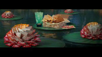 Taco Bell $5 Chalupa Cravings Box TV Spot, 'Antojos más salvajes: barco' [Spanish] - Thumbnail 1