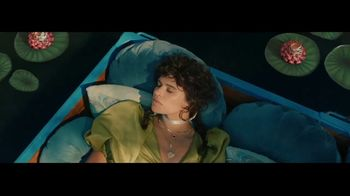 Taco Bell $5 Chalupa Cravings Box TV Spot, 'Antojos más salvajes: barco' [Spanish] - Thumbnail 2