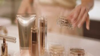 JLo Beauty TV Spot, 'That Glow' Featuring Jennifer Lopez - Thumbnail 4