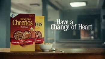 Cheerios TV Spot, 'Happy Drill Sergeant: Multi Grain With Real Strawberries' - Thumbnail 8