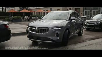 2021 Buick Envision TV Spot, 'Quadruple Take: March Madness' Song by Matt and Kim [T1] - Thumbnail 7