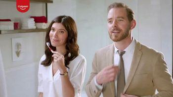 Colgate Optic White Renewal TV Spot, 'Aprendiendo español' [Spanish] - Thumbnail 7