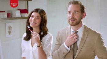 Colgate Optic White Renewal TV Spot, 'Aprendiendo español' [Spanish] - Thumbnail 8