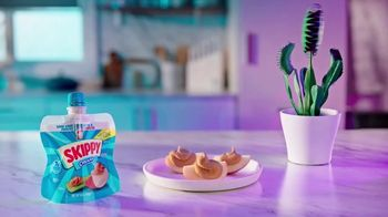 SKIPPY Squeeze Creamy TV Spot, 'Snack How You Please' - Thumbnail 7