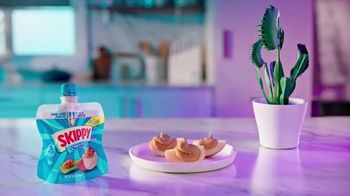SKIPPY Squeeze Creamy TV Spot, 'Snack How You Please' - Thumbnail 8