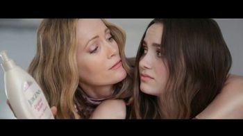 Jergens TV Spot, 'Dust Bowl Elbows: Eucalyptus Mint' Featuring Leslie Mann, Maude Apatow