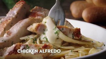 Olive Garden Never Ending Soup, Salad & Breadsticks TV Spot, 'Our Famous Never Ending First Course' - Thumbnail 7