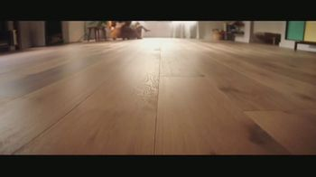 LL Flooring TV Spot, 'Bellawood Oak Floors: 24 Months Financing' Song by Electric Banana - Thumbnail 3