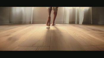 LL Flooring TV Spot, 'Bellawood Oak Floors: 24 Months Financing' Song by Electric Banana - Thumbnail 7