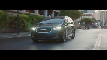 2021 Chrysler Pacifica Hybrid TV Spot, 'Split Second' [T1] - Thumbnail 1