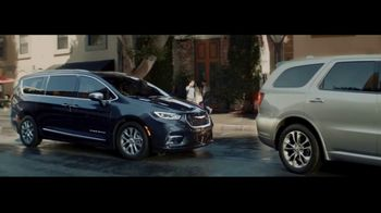 2021 Chrysler Pacifica Hybrid TV Spot, 'Split Second' [T1] - Thumbnail 6