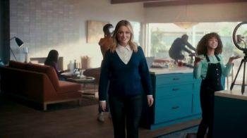 XFINITY TV Spot, 'The Bennetts Get to Work' Featuring Amy Poehler - Thumbnail 4