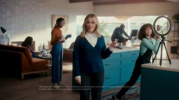 XFINITY TV Spot, 'The Bennetts Get to Work' Featuring Amy Poehler - Thumbnail 6