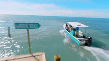 Corona Hard Seltzer TV Spot, 'Hola Beach Hunt' Song by Pete Rodriguez - Thumbnail 2