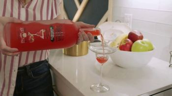Uptown Wine Cocktails Strawberry Margarita TV Spot, 'Cooking With Uptown' Song by The Places - Thumbnail 3