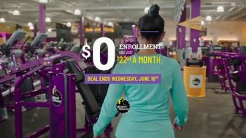 Planet Fitness Black Card Free Month Sale TV Spot, 'Get Moving' - Thumbnail 9
