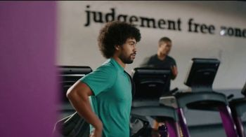 Planet Fitness Black Card Free Month Sale TV Spot, 'All The Perks' - Thumbnail 3