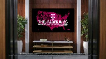 T-Mobile TV Spot, 'See for Yourself: Elevator' Song by Tina Turner - Thumbnail 6
