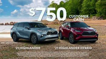 Toyota Run the Numbers Summer Getaway TV Spot, 'Time to Get Away: SUVs' [T2] - Thumbnail 7