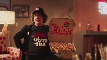 Pizza Hut The Edge TV Spot, 'Painting' Featuring Craig Robinson - Thumbnail 8