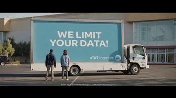 Spectrum Internet TV Spot, 'Mobile Billboard' - Thumbnail 3