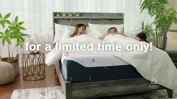 Ashley HomeStore Stars + Stripes Mattress Sale TV Spot, 'King for Price of a Twin' - Thumbnail 7