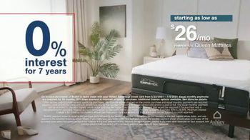 Ashley HomeStore Stars + Stripes Mattress Sale TV Spot, 'King for Price of a Twin' - Thumbnail 5