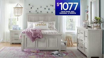 Rooms to Go Kids TV Spot, 'July 4th Hot Buys: Twin Panel Bed' - Thumbnail 5