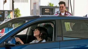 Citi Custom Cash Card TV Spot, 'It Pays to be Rashida & Dan: Workout, Gas Station, Café' - Thumbnail 6