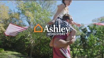 Ashley HomeStore Barras + Estrellas TV Spot, '50% de descuento o 0% de interés' [Spanish] - Thumbnail 1