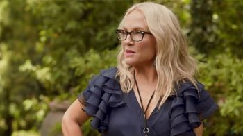 Blue Moon LightSky TV Spot, 'Cornhole' Featuring Rachael Harris - Thumbnail 4