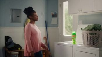 Gain Detergent Fireworks Scent Booster TV Spot, 'Clara y Ron' [Spanish] - Thumbnail 1